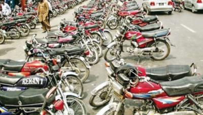 کراچی کی سڑکوں سے غیرقانونی پارکنگ ختم کرنے کا فیصلہ