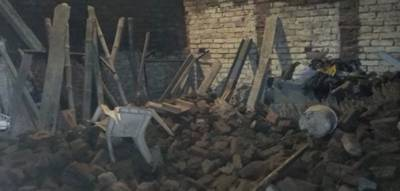 لاہورمیں مکان کی چھت گرگئی.4 افراد زخمی