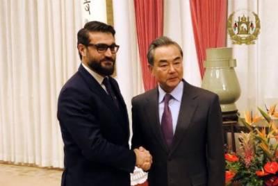 چینی وزیر خارجہ وانگ ای کی افغان صدر کے قومی سلامتی کے مشیر حمداللہ محب سے ملاقات