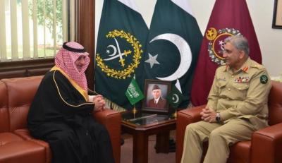 آرمی چیف کی تبوک کے گورنر گورنر فہد بن سلطان بن عبدالعزیز السعود سے ملاقات