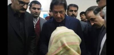 وزیراعظم عمران خان نے بے نظیر بھٹو شہید اسپتال کا اچانک دورہ کیا ہے۔