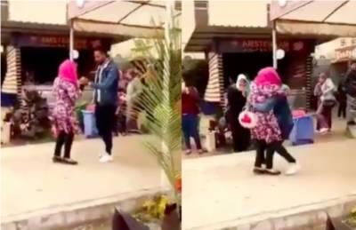 مرد ساتھی کو گلے لگانے پر طالبہ یونیورسٹی سے برخاست