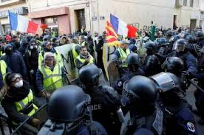فرانس،صدر میکرون کی حکومت کے خلاف احتجاج جاری