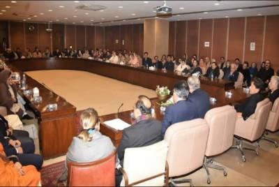 پی ٹی آئی کی پارلیمانی پارٹی کے اجلاس میں سیاسی صورتحال پر تبادلہ خیال