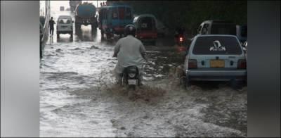 کراچی: پائپ لائن پھٹنے سے سڑکیں زیر آب، شہری مشکلات کا شکار