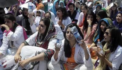 سندھ میں ینگ ڈاکٹروں کی دوسرے روز بھی ہڑتال، او پی ڈیز کا بائیکاٹ
