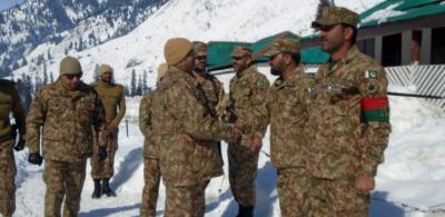 کور کمانڈر راولپنڈی لیفٹیننٹ جنرل بلال اکبر کا ایل او سی کا دورہ