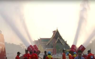 تھائی لینڈ: آلودگی کےخلاف حکومت کا عجیب ا قدام، شکر ملے پانی کا اسپرے