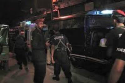 کراچی: پولیس کی رات گئے کارروائیاں، 12 ملزمان گرفتار، اسلحہ برآمد