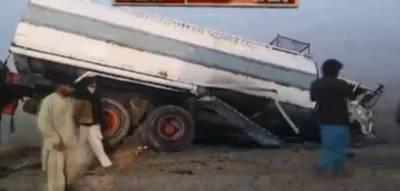 خیرپور:مہران ہائی وے پر ، 3 گاڑیاں ٹکرا گئیں