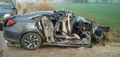 سیالکوٹ: کار کی ڈمپر سے ٹکر، 2 افراد جاں بحق، 3 زخمی ہو گئے
