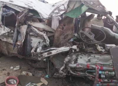 نوابشاہ روڈ پر مسافر وین اور گاڑی کی ٹکر، 3 افراد جاں بحق، 11 زخمی