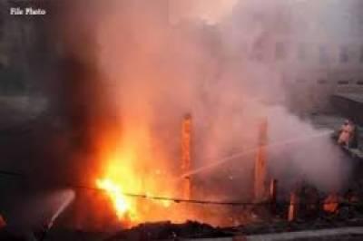 کراچی : ٹیکسٹائل مل کے گودام میں لگی آگ پر 10 گھنٹے گزرنے کے باوجود قابو نہ پایا جاسکا