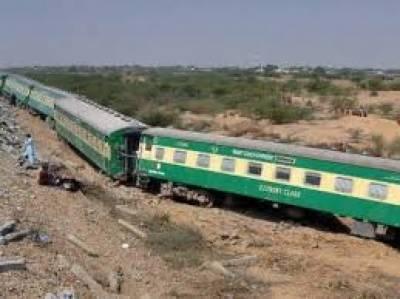 جیکب آباد : خوشحال خان خٹک ٹرین بڑے حادثے سے بال بال بچ گئی