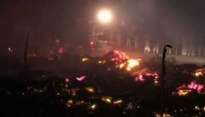 کراچی:خالی پلاٹ میں لگی آگ بجھا دی گئی