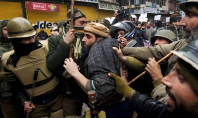 مقبوضہ کشمیر میں بھارتی فوج نے حریت پسند رہنمائوں اور کارکنوں کے خلاف بڑے پیمانے پر کارروائی شروع کی ہے