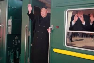 پیانگ یانگ: شمالی کوریا کے سربراہ کم جانگ اُن امریکی صدر ڈونلڈ ٹرمپ سے ملاقات کے لیے بذریعہ ٹرین ویتنام روانہ ہوگئے۔