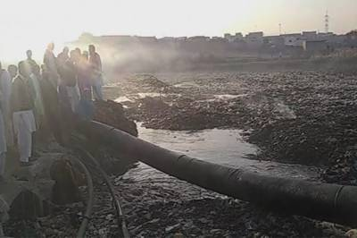کراچی: لانڈھی نالے نے ایک اور ماں کی گود اجاڑ دی، بچہ تاحال لاپتہ