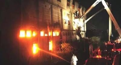 کراچی: صنعتی ایریا میں لگنے والی آگ پر تاحال قابو نہیں پایا جاسکا