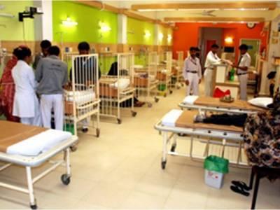 سندھ کے 4 کروڑ 70 لاکھ افراد کیلیے سرکاری اسپتالوں میں صرف 17 ہزار بستر