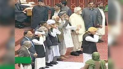 پہلی بار قومی اسمبلی میں با جماعت نماز کی ادائیگی
