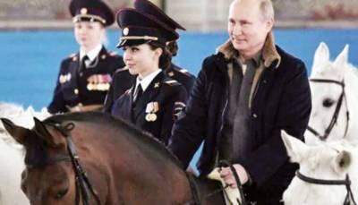 پیوٹن کاخواتین کوانوکھے اندازمیں خراج تحسین