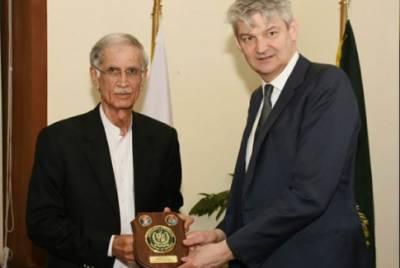 برطانیہ کے سیکرٹری دفاع کی وزیر دفاع پرویز خٹک سے ملاقات