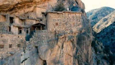 اونچے اور انتہائی دشوار گزار پہاڑوں کے درمیان 500 سال سے بسنے والا قبیلہ