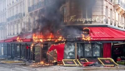 پیرس میں ذوالفقار علی بھٹو اور بے نظیر بھٹو کے پسندیدہ ریستوران فوکیٹ کو مظاہرین توڑ پھوڑ کے بعد آگ لگادی۔