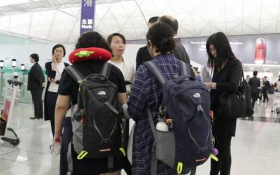 ہانگ کانگ میں پھنسی دو سعودی بہنیں بحفاظت تیسرے ملک پہنچ گئیں