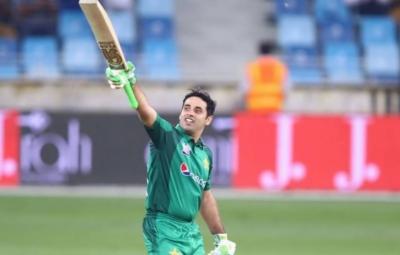 قومی کرکٹر عابد علی نے کیرئیر کے پہلے ون ڈے میں آسٹریلیا کے خلاف سنچری بنا ڈالی