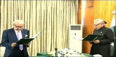 بریگیڈیئر (ر) اعجازشاہ نے وفاقی وزیر کا حلف اٹھالیا