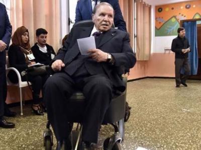 الجزائر میں دو دہائیوں سے صدارت کے عہدے پر براجمان بو تفلیقہ مستعفی