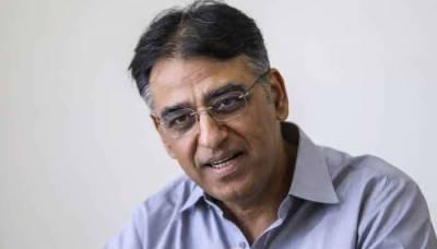 استعفے کی باتیں غلط ہیں، کہیں نہیں جا رہا: وزیر خزانہ