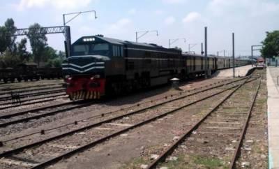 جنگ شاہی کے قریب ریلوے ٹریک پر نصب بم برآمد، ٹرینیں مختلف اسٹیشنز پر روک لی گئیں