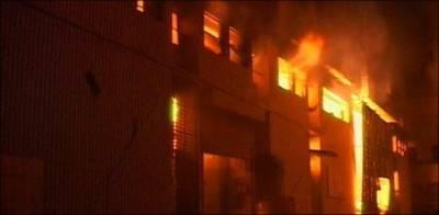 کراچی کی فیکٹری میں لگنے والی آگ پرقابو پالیا گیا