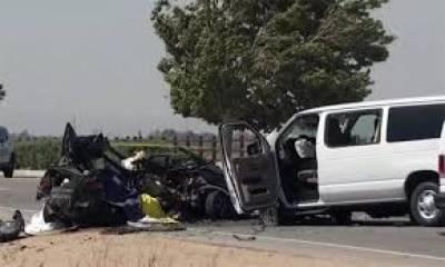 اٹک: کار اور وین میں تصادم، حادثے میں 4 افراد جاں بحق، 5 زخمی