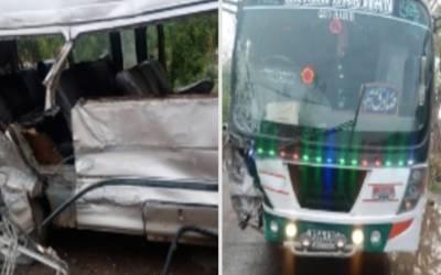 چیچہ وطنی میں قومی شاہراہ پر بس اوروین میں تصادم دوافراد جاں بحق،چھ زخمی
