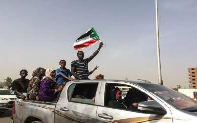 سوڈان کا نام بلیک لسٹ سے نکالنے پرغور کر رہے ہیں. امریکی عہدیدار