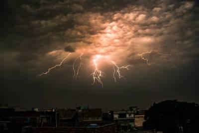 ملک بھر میں طوفانی بارش، چھتیں گرنے سے 4بچیاں جاں بحق،متعدد زخمی