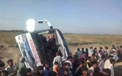 بدین: کوچ الٹنے سے 7 افراد جاں بحق، متعدد زخمی