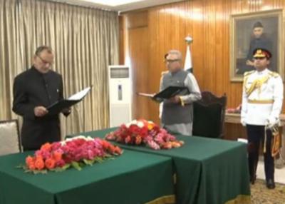 سینیٹر اعظم خان سواتی نے وفاقی وزیرکا حلف اٹھا لیا