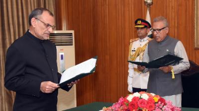 اعظم سواتی نے وفاقی وزیر کا حلف اٹھا لیا،عبدالحفیظ شیخ مشیر خزانہ مقرر