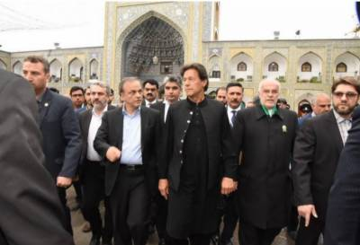 تہران: وزیر اعظم عمران خان دو روزہ دورے پر ایران پہنچ گئے۔