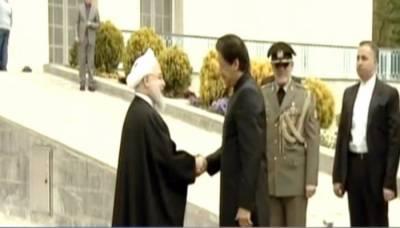 وزیراعظم عمران خان کو ایران کے صدارتی محل میں گارڈ آف آنر پیش
