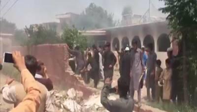 پشاور: پولیو ویکسین سے بچوں کی حالت بگڑنے کا الزام، مشتعل افراد نے اسپتال کو آگ لگادی
