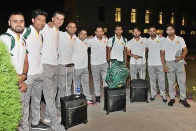 پاکستان کرکٹ ٹیم انگلینڈ کیخلاف سیریزکھیلنے اور عالمی کپ میں شرکت کیلئے لندن روانہ