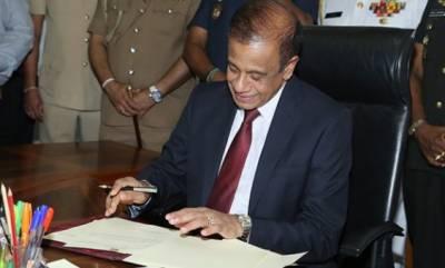 سری لنکا بم دھماکے، سیکریٹری دفاع اپنے عہدے سے مستعفی