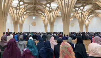 کیمبرج میں تعمیر ہو نے والی ماحول دوست مسجد عام نمازیوں کے لیے کھول دیا گیا