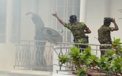 سری لنکا: دہشتگردوں کے ٹھکانے پر چھاپہ، 3خودکش دھماکے،3خواتین اور 6بچوں سمیت 15افرادہلاک